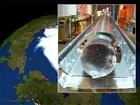 """Odběr vzorku z ledového nitra v oblasti  """"Dome Fuji"""" v Antarktidě. Tento led byl odebrán z hloubky 1,332 metrů s odhadovaným stářím 89,000 let."""