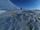 Eske Willerslev sbírá vzorky půdy, které se nacházejí v podmínkách věčného ledu v Kanadě na Yukonu