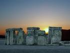 Stonehenge je komplex menhirů a kamenných kruhů, nacházející se na Salisburské pláni asi 13 km severně od městečka Salisbury v Jižní Anglii.
