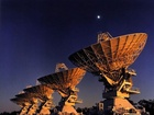 Španělský 30 metrový IRAM – jeden ze tří radioteleskopů, které pomohly autorům objevu pozorovat organiku v centru Mléčné dráhy