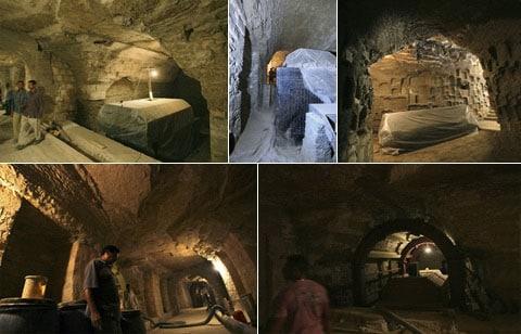 A toto jsou některé snímky ze Serapeumu - podzemní svatyně v Saqqaře - tunel, ve kterém pochovávali posvátné mumifikované býky. Serapeum byl objeven archeology už v roce 1850. Posledních deset let je uzavřen pro návštěvníky - rekonstrukce...
