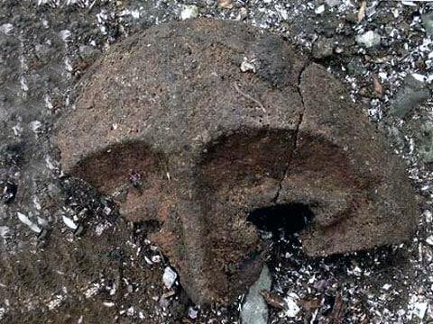 3000 let stará maska nalezena na Aleutách
