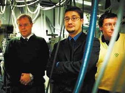 autoři Leonid Khriachtchev, Markku Räsänen a jeich kolega Jan Lundell