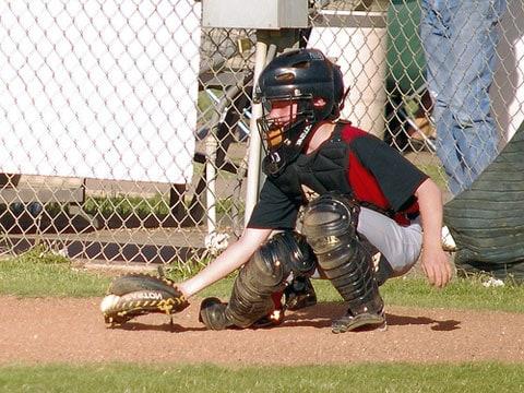 Baseball je kolektivní pálkovací míčová hra, při níž se útočící hráč (pálkař) snaží pálkou zasáhnout míč nadhozený bránícím nadhazovačem. Ve hře proti sobě stojí dvě družstva, která mají po devíti hráčích. Cílem hry je získat více bodů, než má soupeřící tým. Pokud pálkař oběhne všechny 4 mety, aniž by byl vyautován, jeho družstvo získává bod.