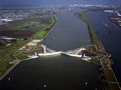 Ocelová vrata  nepouštějí do Holandska bouře