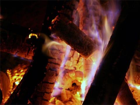 Nejstarší svědectví o ovládnutí ohně byla doposud minimálně o půl miliónu let mladší než ta, která se podařila objevit v Gesher Benot Ya'aqov. Městečko se nachází u Mrtvého moře v severní části Izraele.