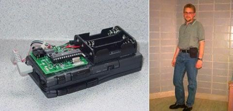 """První prototyp """"záznamníku tlachů"""" byl analogový rekordér a nosil se na pásku – ukazuje Matthias Mehl"""