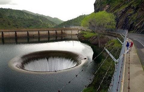 Slavná jáma - přehrada Monticello
