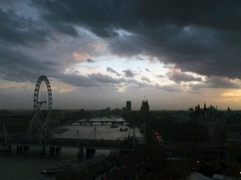 """Večerní siesta? Baterie se vybily? Ne, to je jen """"Zhasnutí Londýna"""" a není třeba panikařit"""