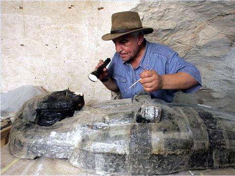 Zahi Hawass, generální tajemník vrchního zastupitelství pro starověké památky, v Gize v Egyptě.