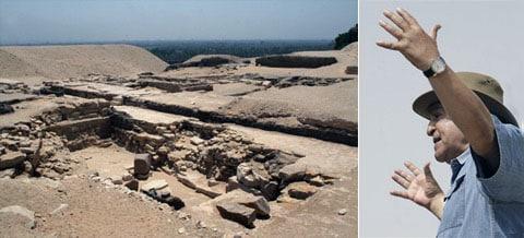 Zahi Hawass: hledejte, tady někde byla pyramida! Obrovská pyramida! Takováhle!