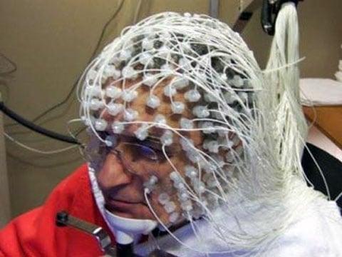 Záznam vícekanálového elektroencefalografu